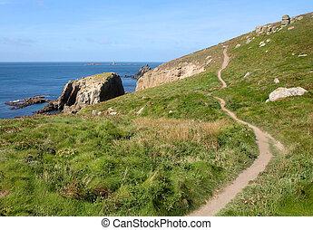 les, cornouailles, côte, sentier, à, aborde terminez, et, longships, lighthouse.