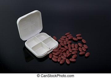 les, vide, blanc, médecine, boîte, à, diffusion, pilules, sur, les, noir, réflecteur, plaque