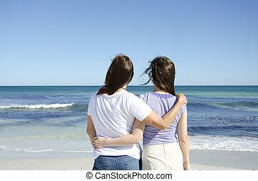 lesbienne couple, à, océan