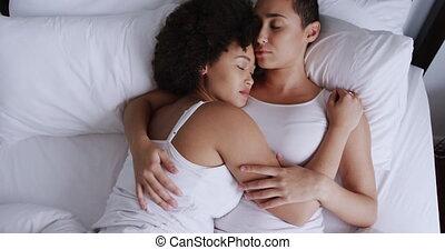 lesbienne couple, chambre à coucher, romancing