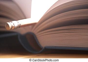 Lesezeichen- bookmark - Bleistift als Lesezeichen in Buch-...