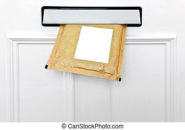 letterbox, 同时,, 为封皮加上衬垫