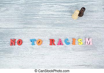 lettres, bois, non, coloré, racisme, arrière-plan gris