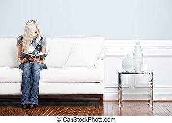 lettura, divano, donna, giovane, seduta