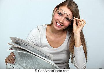 lettura donna, giornale.