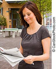 lettura, donna, giovane, giornale.