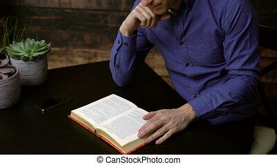 lettura uomo, uno, libro libro copertina dura