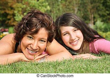 leugen, dochter, 2, moeder, glimlachen, gras