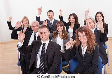 leur, affaires gens, élevant main