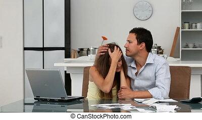 leur, couple, comptes, inquiété