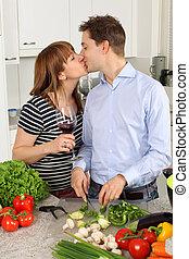 leur, couple, cuisine, jeune, baisers