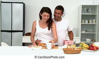 leur, couple, préparant petit déjeuner