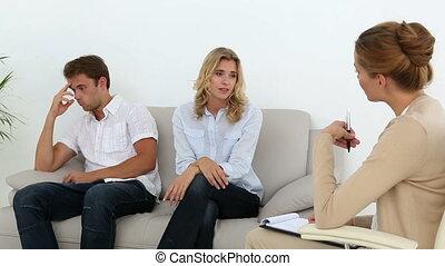leur, couple, t, malheureux, conversation