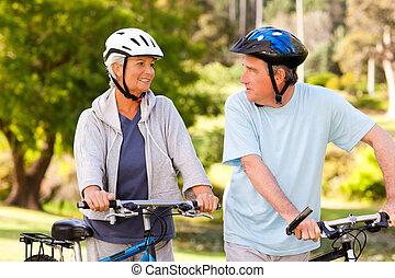 leur, couple, vélos, mûrir