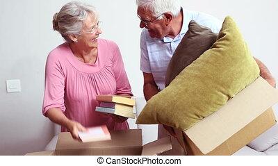 leur, emballage, couple, personne agee, belongi