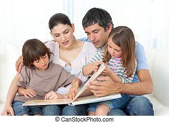 leur, lecture, attentif, parents, enfants