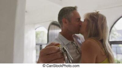 leur, nouveau, baisers, maison, couple