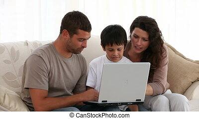 leur, ordinateur portable, famille, fonctionnement
