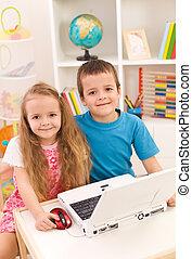 leur, ordinateur portatif, salle, frères soeurs