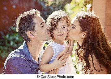 leur, parents, bien-aimé, enfant, baisers, heureux