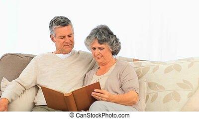 leur, regarder, pho, couples aînés