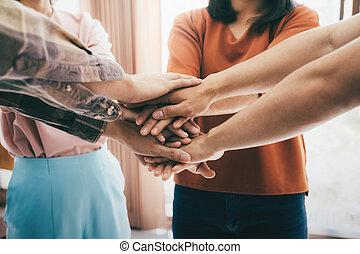 leute, ausstellung, junger, zusammen, ihr, einheit, teamwork., setzen, hände