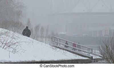 Leute, ekaterinburg, spaziergang, Schnee, schlechte, Wetter,...