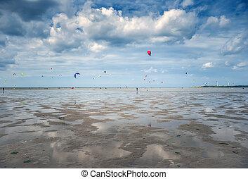leute, kitesurfen, strand