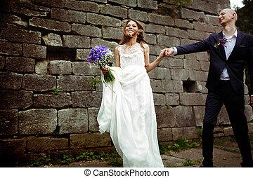 leva piedi, diritto, mano, sposa, groom's, presa a terra, godere, vento