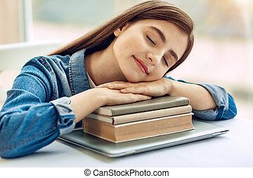 levando, agradável, sesta, livros, pilha, menina