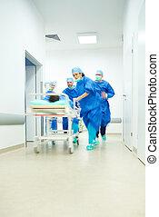 levando, paciente, para, a, quarto operacional