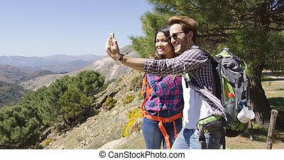 levando, selfie, enquanto, hiking, pessoas