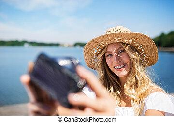 levando, selfie, lago, menina
