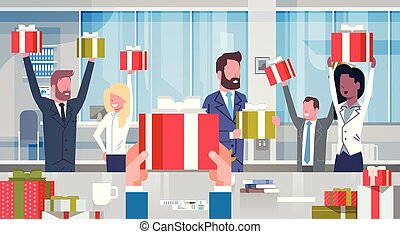 levantado, concepto, grupo, oficinacomercial, gente, exitoso, trabajadores, moderno, regalo, businesspeople, alegre, prima, cajas, manos de valor en cartera, equipo, rojo, feliz
