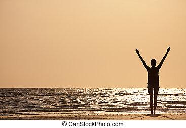 levantado, mujer, exitoso, brazos, playa puesta sol