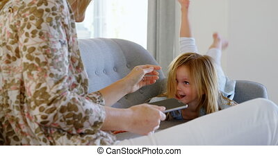 levend, haar, dochter, moeder, 4k, spelend, kamer
