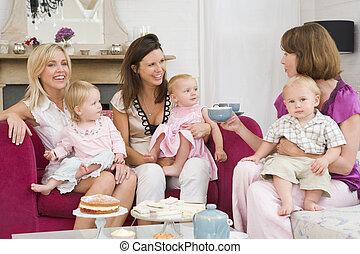 levend, koffie, kamer, moeders, drie, baby's, het glimlachen