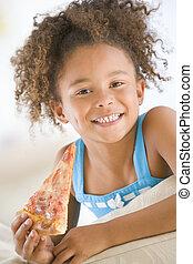 levend, snede, eten, kamer, jong glimlachend meisje, pizza