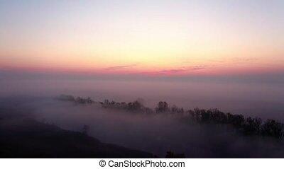 levers de soleil, au-dessus, brumeux, vallée