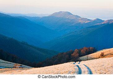 levers de soleil, automne, route montagne, vue.