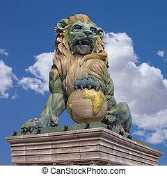 lew, statua