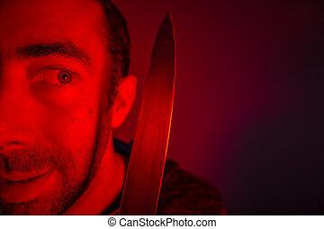 lewy, patrząc, closeup, dzierżawa, człowiek, nóż, on