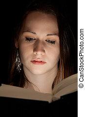 lezende , dichtbegroeid boven