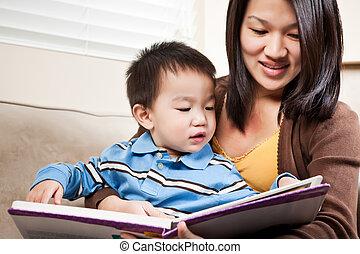 lezende , moeder, zoon