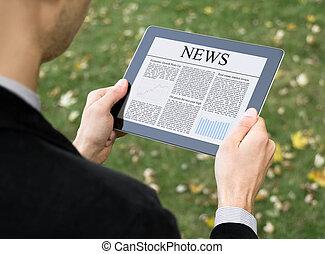 lezende , nieuws, op, tablet pc