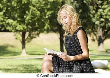 lezende , vrouw, boek, jonge
