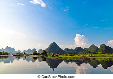 Li river in Yangshuo - Reflection of the muntains in Li...