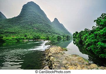 Li river mountain landscape in Yangshuo Guilin - Beautiful...