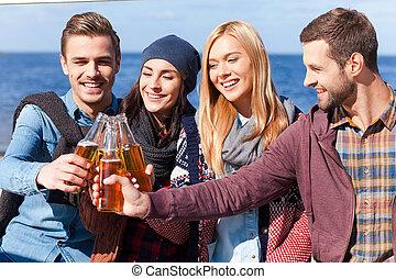 liaison, bonne disposition, gens, friendship!, bière, jeune, quatre, applaudissement, quoique, autre, chaque, sourire heureux