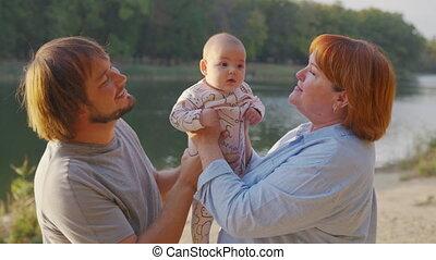 liaison, dehors., grandiose, parent, bras, grand-child., grand-mère, bébé, tenue, nourrisson